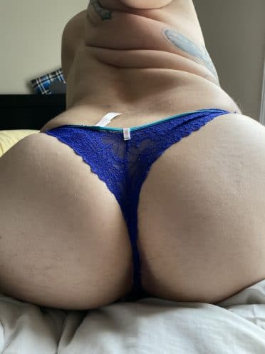 Big Booty selfie of babe in Blue Thong