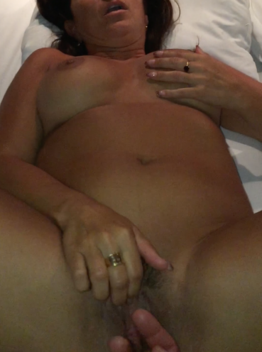 hot mom getting pussy fingered and wanting to show