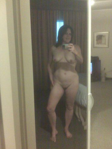 Milf on business trip taking nude selfie